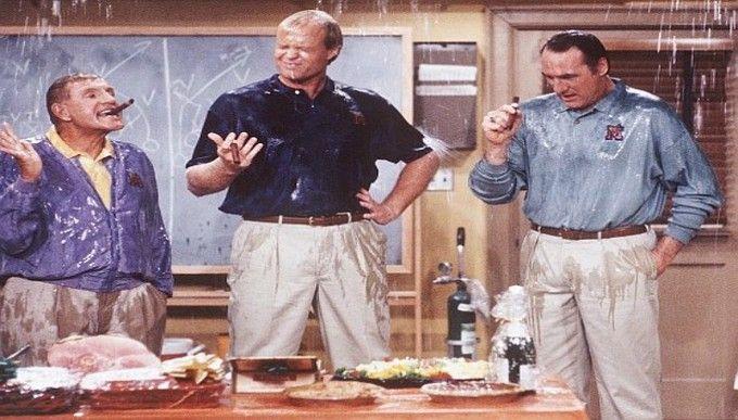 Bill Fagerbakke y Jerry Van Dyke estarán en el remake de Coach en NBC