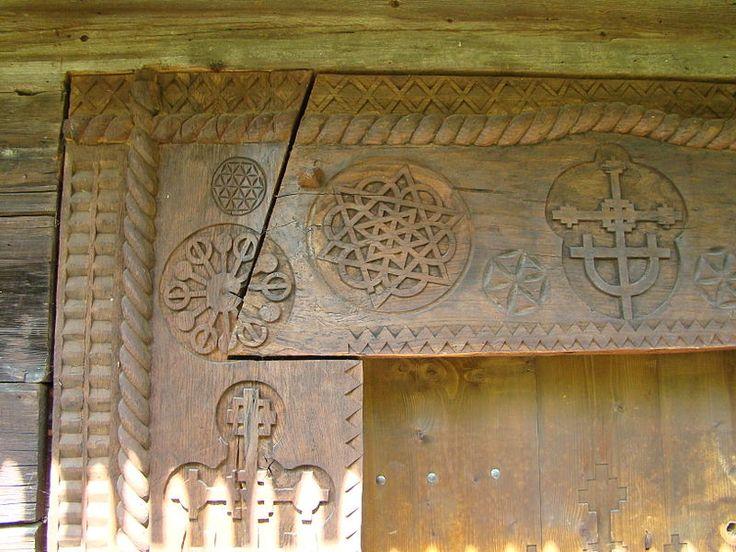 Biserica de lemn din Budesti Josani (7).JPG