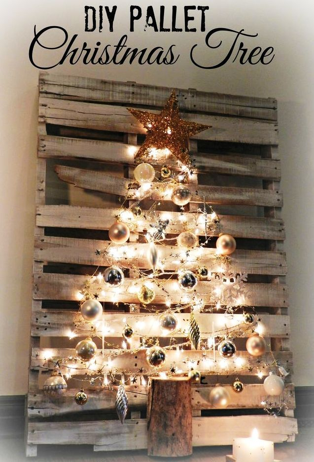 DIY-Pallet-Christmas-Tree | These 26 Christmas Craft Ideas are Easy to Make and Don't Take Up Much Space