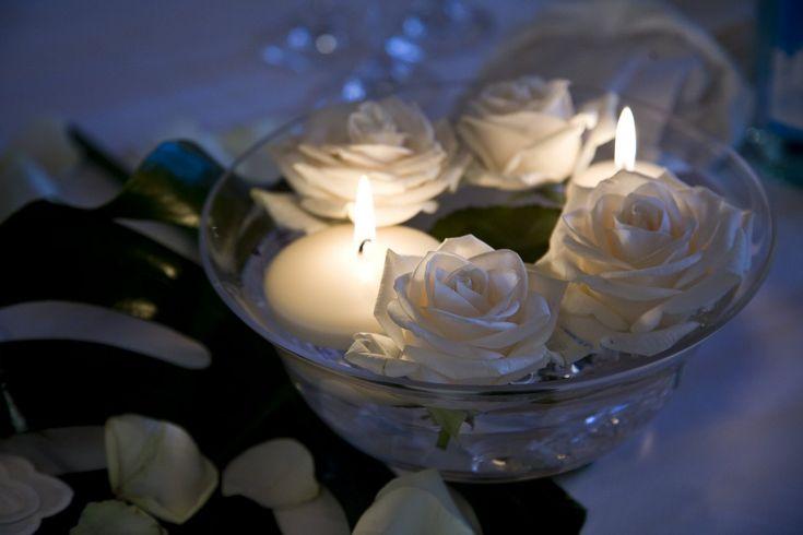 Risultati immagini per centrotavola con candele galleggianti matrimonio