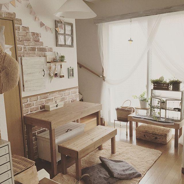 「フレンチカントリー」といえば、フランスのプロバンス地方発祥と言われているインテリアコーディネートですよね。 可愛らしい丸みのある家具も、少し古めかしいものを使っていたり、可愛いだけじゃないのが特徴的です。 今回は、そんなフレンチカントリーテイストの素敵なお部屋をご紹介したいと思います。