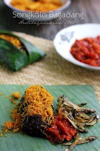 Songkolo bagadang adalah nasi ketan hitam yang disantap dengan taburan kelapa/serundeng dengan pendamping ikan asin dan sambel tumis. Bi...