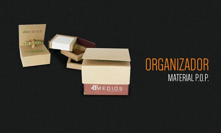 Taco con troquel por up y hojas de diferentes colores, con espacios para guardar notas importantes