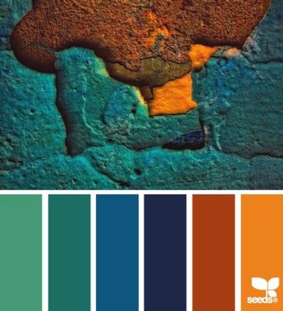 Bleus, verts, rouille et orange.