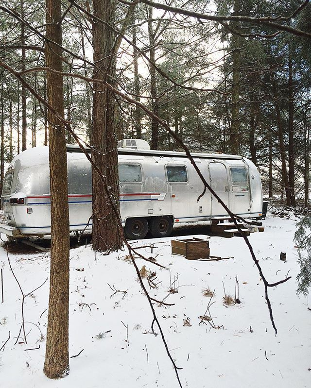"""""""The snow doesn't give a soft white damn whom it touches."""" - ee cummings 😂❄️ - - #airstream #tinyliving #tinyhouse #vanlife #vancrush #liveriveted #rv #rvlife #acolorstory #abmtravelbug #southernliving #snowday #tinyhousemovement"""