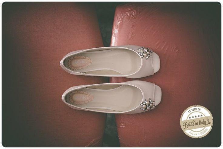 Wedding flats by Pink UK. Absolutely lovely. Ph Adriano Mazzocchetti - http://www.brideinitaly.com/2014/02/mazzocchetti-teramo.html #italianstyle #wedding