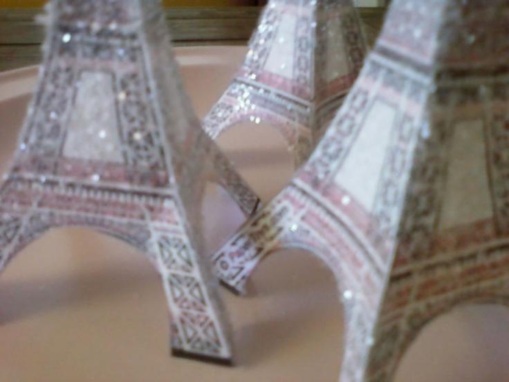 Shabby Brocante: Eiffel Tower free printable....