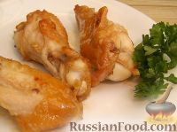 Фото приготовления рецепта: Куриные крылышки в медово-соевом соусе - шаг №5