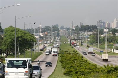 Na imagem, trecho antes das obras, rua Fagundes Varela e o conjunto Solar no bairro Alto. Curitiba, 24/10/2008 Foto: Cesar Brustolin/SMCS