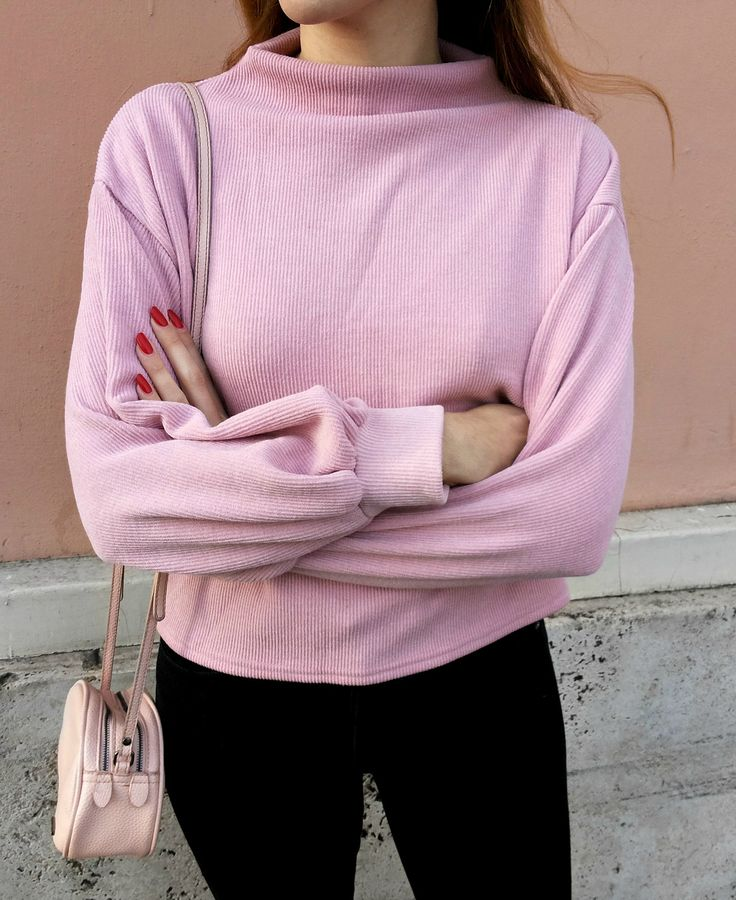sweater + jeans - pink in the city outfit - minimal fashion - casual streetstyle