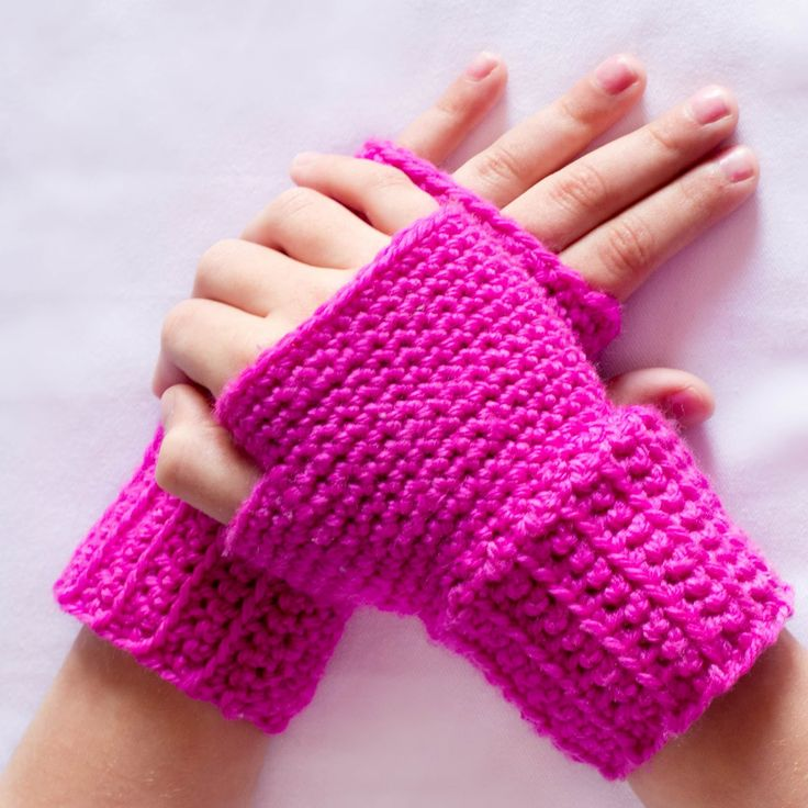 EASY Basic Fingerless Gloves Crochet Pattern {Fits All Sizes} via Hopeful Honey