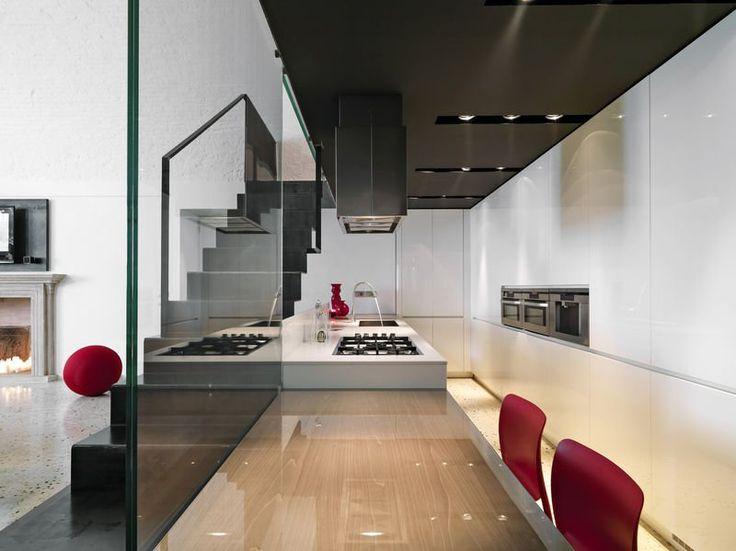 Nowoczesna kuchnia - przestrzenna i pełna światła. #design #urządzanie #urząrzaniewnętrz #urządzaniewnętrza #inspiracja #inspiracje #dekoracja #dekoracje #dom #mieszkanie #pokój #aranżacje #aranżacja #aranżacjewnętrz #aranżacjawnętrz #aranżowanie #aranżowaniewnętrz #ozdoby #kuchnia #jadalnia