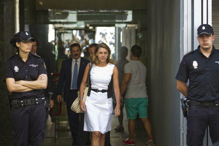 """Cospedal, ante Ruz: Rajoy me informó """"por lo menos 8 meses después"""""""