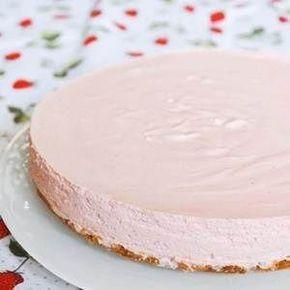 Jordgubbsmoussetårta med havresmulbotten - Recept - Tasteline.com