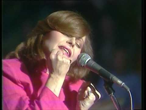 Rocio Durcal-La Gata Bajo La Lluvia  wonderful song, makes me shed a couple of tears.
