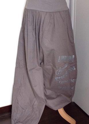À vendre sur #vintedfrance ! http://www.vinted.fr/mode-femmes/pantalons-larges/23423728-pantalon-aladdin-taupe-motif-argente