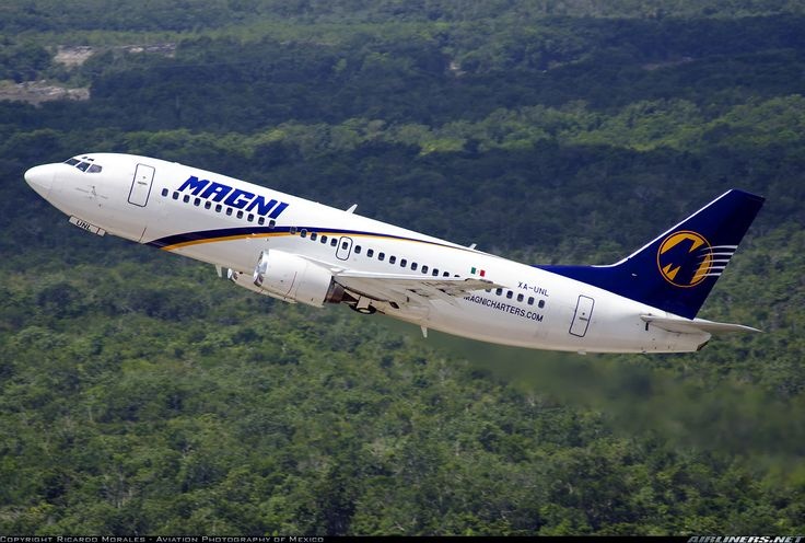 Magnicharters  Boeing 737-322  (airliners.net)