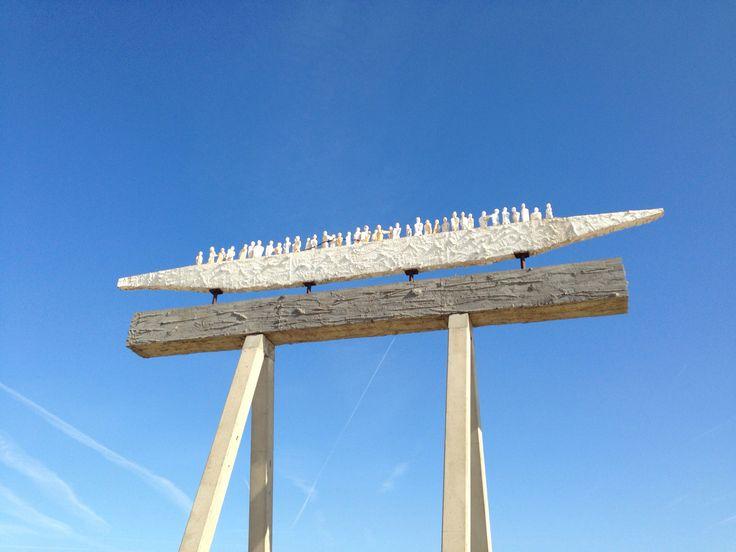 Kunstwerk op strand in zeebrugge