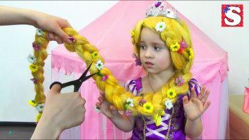 РЕЖЕМ ВОЛОСЫ София в ШОКЕ ! Принцессы Диснея Princess Rapunzel Real Life Disney Princess http://video-kid.com/10839-rezhem-volosy-sofija-v-shoke-princessy-disneja-princess-rapunzel-real-life-disney-princess.html  Все Видео Канала Little Miss Sofia:https://www.youtube.com/channel/UC3p6RnGpU0QQ_H7eYbnH2AA/videosПривет всем! Сегодня вы увидите как мама Режет и заплетает Волосы Принцессе Рапунцель. София в шоке! Очень переживала. Волосы сильно запутались. Как заплести косу. Новая прическа. Как…