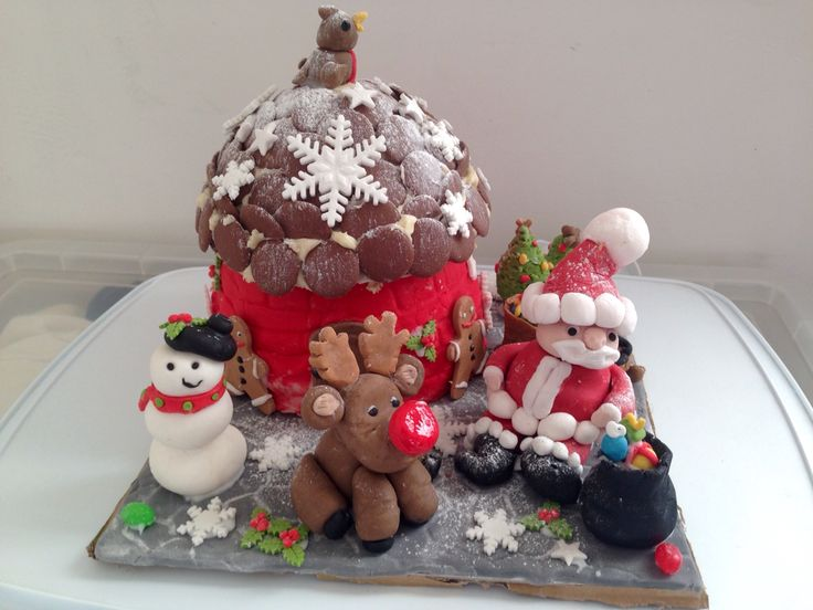 Christmas house cake with christmas figures