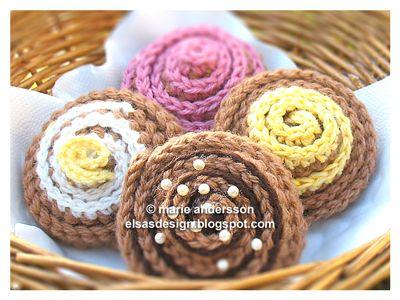 Free Crochet Cinnamon Rolls Pattern / Gratis mönster på virkade kanelbullar