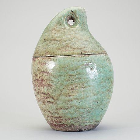 HANS HEDBERG. Ask med lock, sign. Droppformad med hål i locket som handtag. Glaserad i gröna nyanser. H: 29 cm.