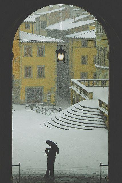 Arezzo, Piazza Grande sotto la neve   Flickr – Condivisione di foto!