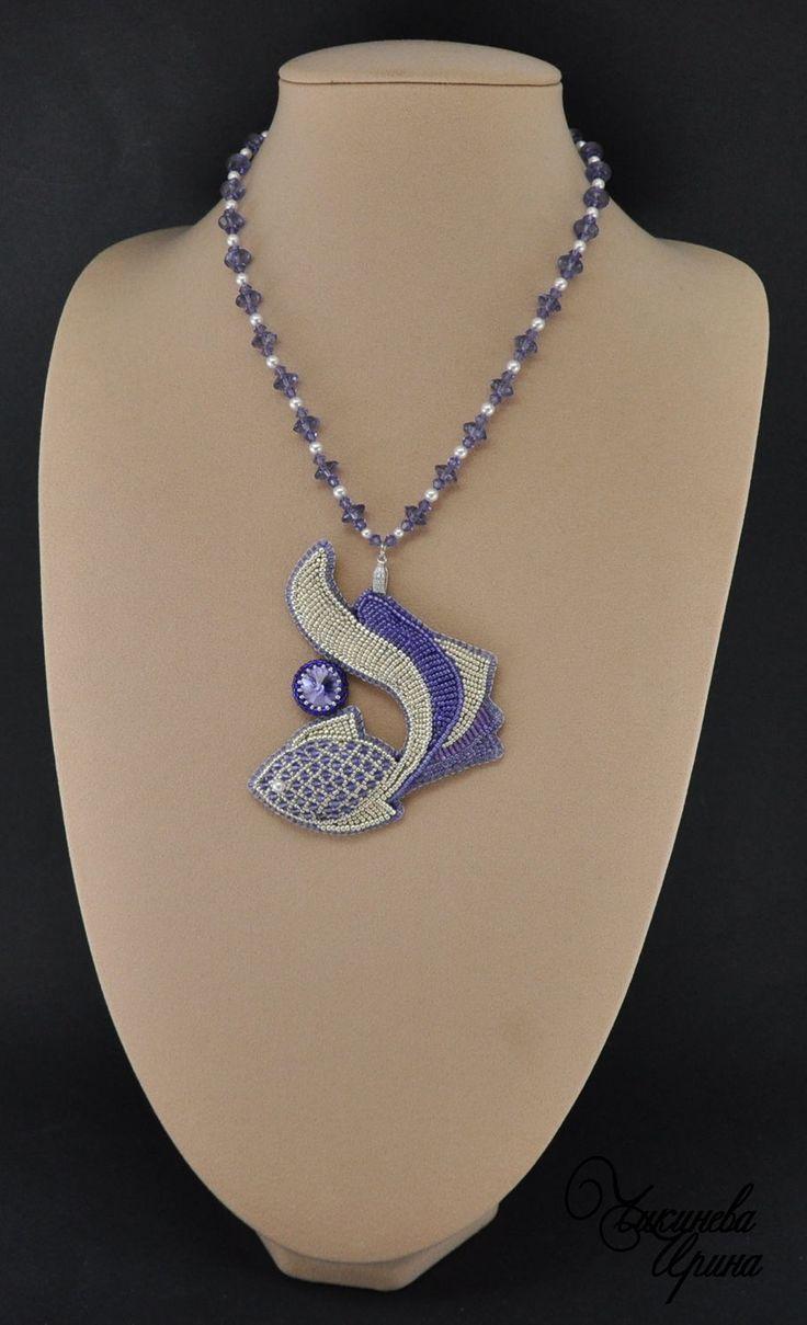 """Купить Кулон """"Рыбка"""" - фиолетовый, серебро, Вышивка бисером, вышитый кулон, рыбка, Сваровски"""