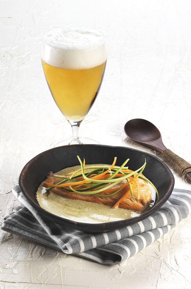Curry verde thai di salmone e verdure. L'abbinamento ideale è con una birra in grado di sostenere il confronto con il sapore intenso del salmone e bilanciare il gusto dolce e speziato del curry. Sicuramente una Pils. #birraiotadoro #abbinamenti #verdure