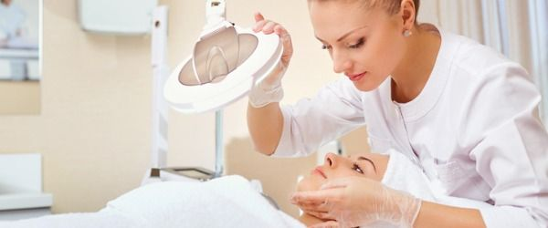 What Does A Skincare Specialist Do Careerexplorer Beauticians Beautician Course Skin Care