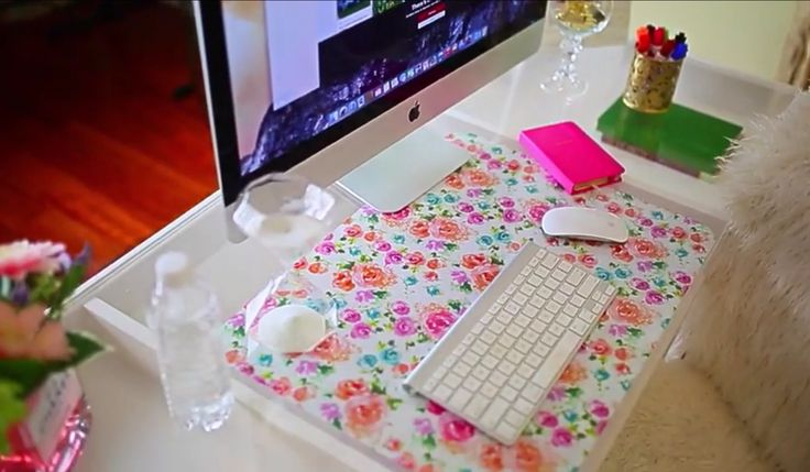Bethany Mota's diy desk pad idea is super easy! Take a clear desk pad, glue, and wrapping paper of your choice to complete this project.  To finish it off, use an x-acto knife to perfect it! | @gaby_cantoo