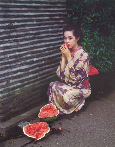 Nobuyoshi Araki, unknown on ArtStack #nobuyoshi-araki-huang-mu-jing-wei #art