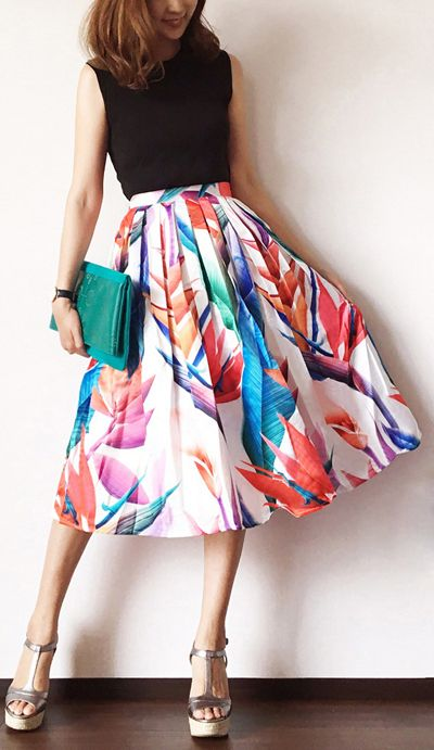 Color you bad, babe! This printed midi skirt in bold, tropical hues is the perfect selection for then next spring party. Florid Strelitzia Printed Midi Skirt featured by IG: bibi_mama_