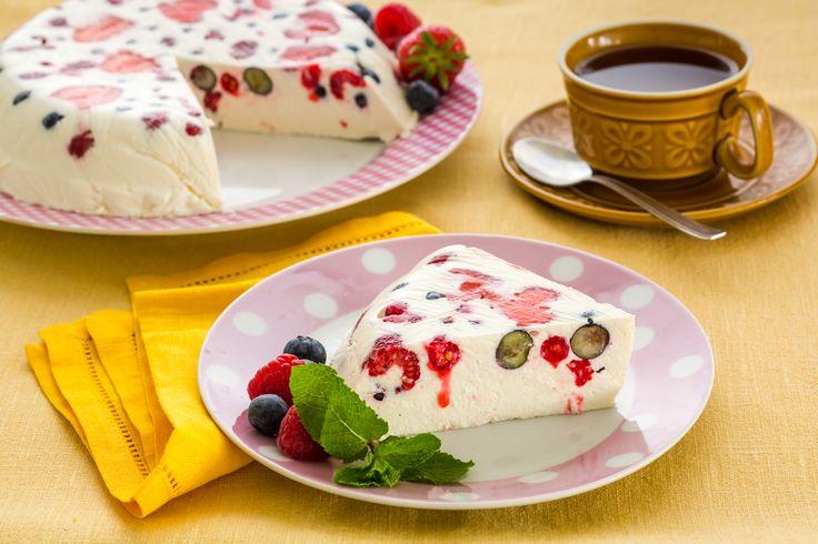 Творожный десерт с ягодами ( творог нежирный)