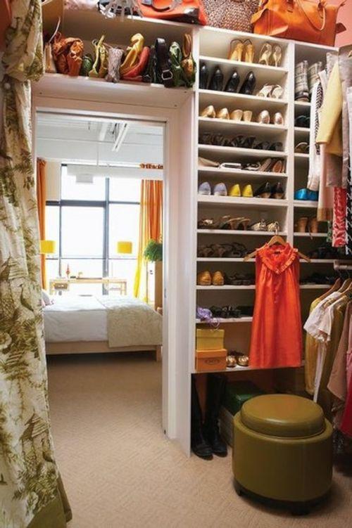 Die besten 25+ Begehbarer kleiderschrank kleiner raum Ideen auf ...