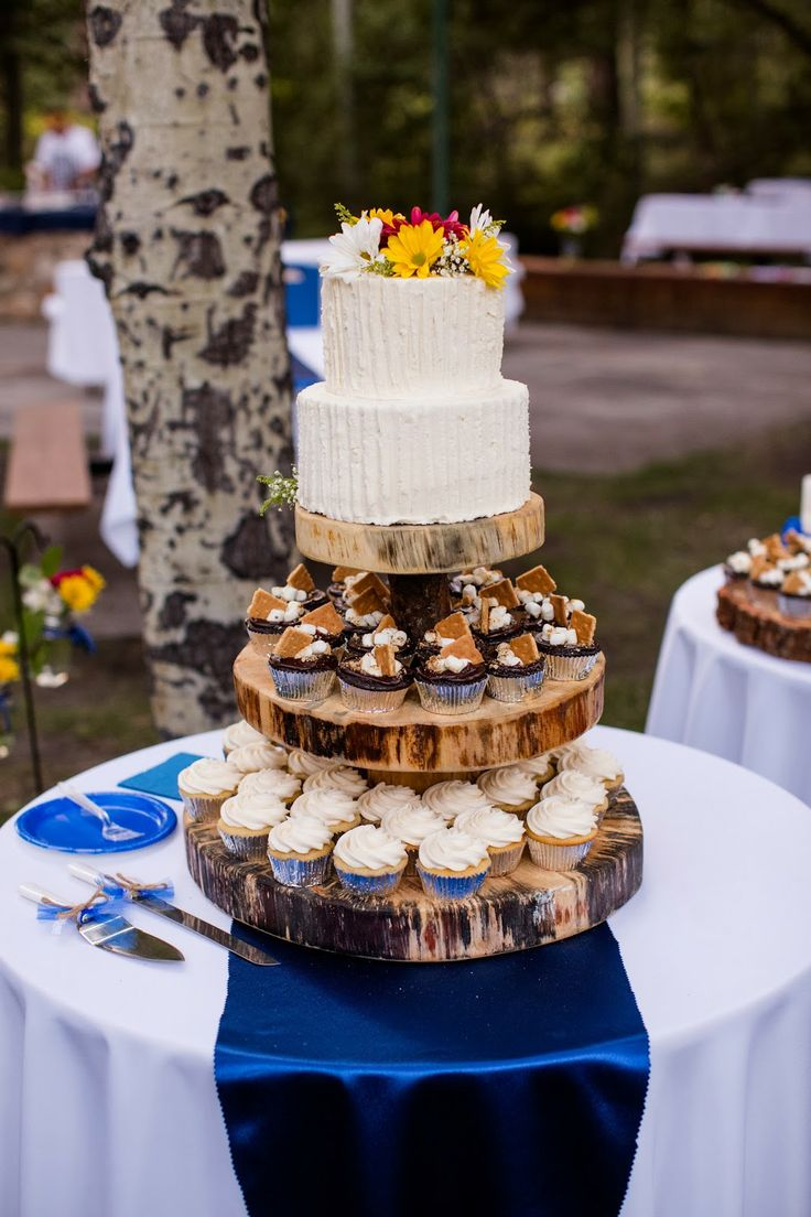 Rustic wedding cupcake stand // Huong Forrest Photography // @takethecakevent