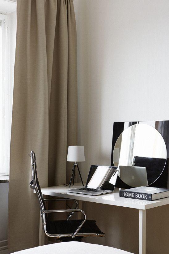 Skrivbord spegel sovrum gardin
