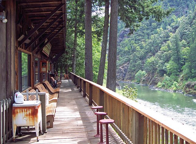 Paradise Lodge on the Rogue River