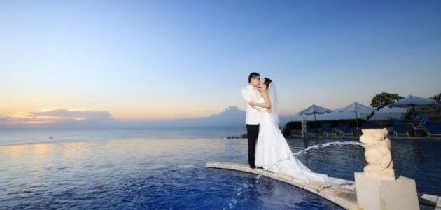 romantic wedding photos on the beach