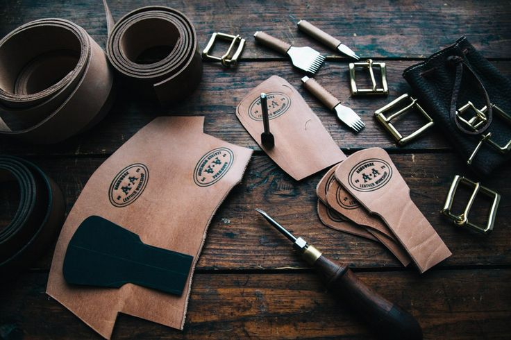 Making the belt in vintage style of vegetable tanned leather