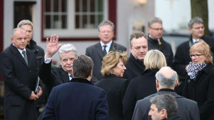 Bundespräsident Joachim Gauck bei seiner Ankunft an der Halterner Sixtus-Kriche. Er wird begleitet von seiner Lebensgefährtin Daniela Schadt (Mitte) und NRW-Ministerpräsidentin Hannelore Kraft