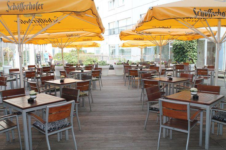 Auch wir läuten bei uns im #HotelBerlinBerlin endlich die Frühlings- und #Sommersaison ein. Unser F&B Team hat unseren #Sommergarten wieder sensationell für Euch hergerichtet. Also nutzt das schöne Wetter am Samstag und genießt bei 20° unsere neuen, individuellen #Cocktails. Wir freuen uns auf Euch! #StayCreative #StayHappy #StayExcited