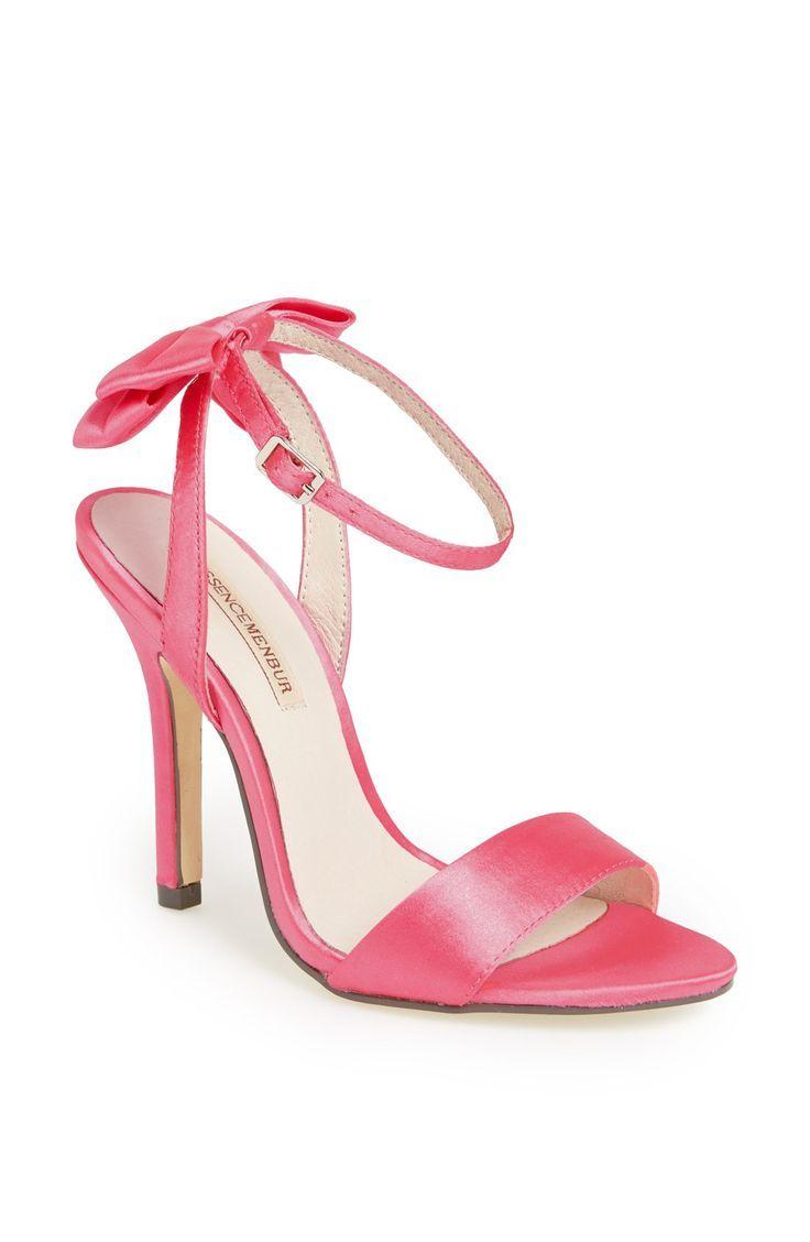 So ladylike. Pink satin bow pump