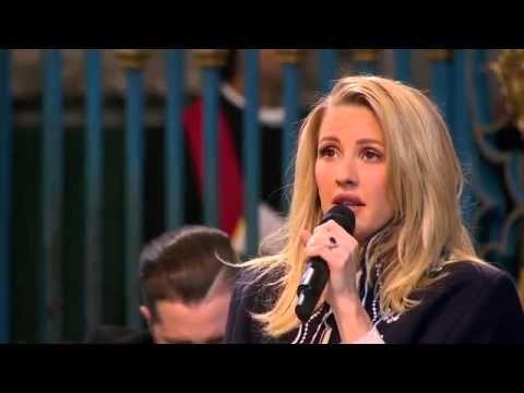 """Ellie Goulding canta """"Fields Of Gold"""" de Sting perante a rainha da Inglaterra. Veja! #Noticias, #Popzone http://popzone.tv/2016/03/ellie-goulding-canta-fields-of-gold-de-sting-perante-a-rainha-da-inglaterra-veja.html"""