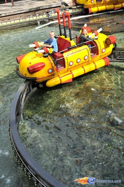 13/14   Photo de l'attraction Splash Battle située à Walibi Holland (Pays-Bas). Plus d'information sur notre site www.e-coasters.com !! Tous les meilleurs Parcs d'Attractions sur un seul site web !!