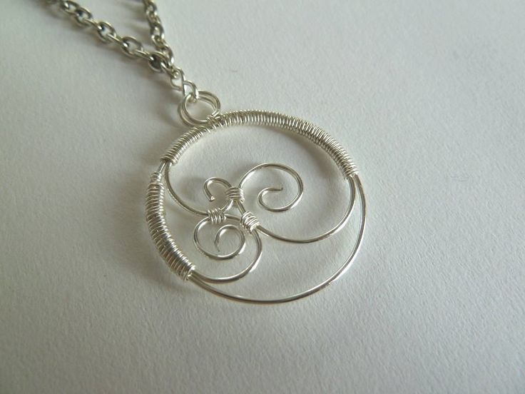Free wire tutorial: How to make your own openwork wire pendant   DIY is FUN