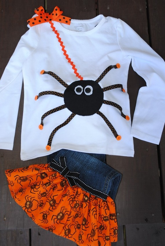 halloween shirt that's not too spooky,perfect for my friend's little girls.