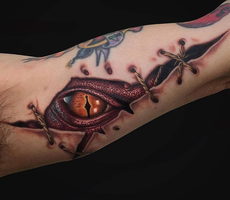 ripped skin smaug dragon pinterest tattoo ideen. Black Bedroom Furniture Sets. Home Design Ideas