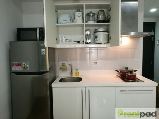 ₱17,000 /Month, 1-bedroom, fully furnished, 26.0 sqm. Enjoy the sunset view of Century City, Mandaluyong and the Pasig River 22 floors up high from the balcony. Aside from the basic inclusions such as split type inverter aircon, bidet and furnitures, you