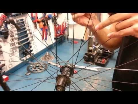 SUSTITUIR UN RADIO: En este tutorial, se explica como sustituir un radio en una rueda de bicicleta.